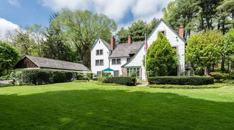 This 1914 Muttontown home retains signature details by