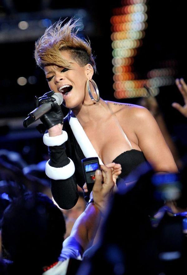 MIAMI BEACH, FL - FEBRUARY 04: Singer Rihanna