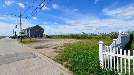 This vacant lot at 877 S. Bay St.