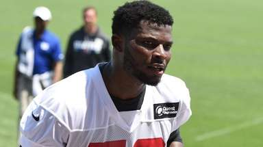 Giants rookie linebacker Lorenzo Carter at an OTA