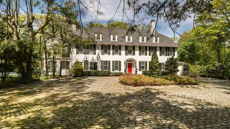 This Muttontown estate was built in 1929 by