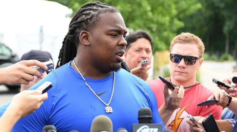 Jets defensive tackle Steve McLendon speaks to the