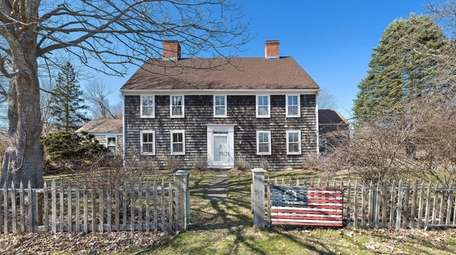 The Sagaponack house sits on a 3.2-acre parcel.