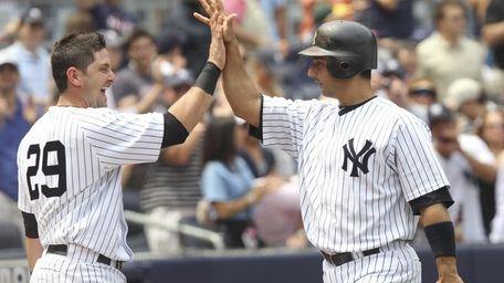 New York Yankees catcher Jorge Posada (20), right,