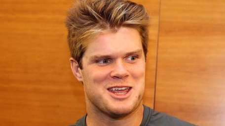 Sam Darnold passes at Jets minicamp, June 14,