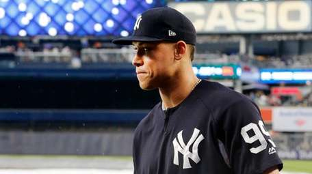 Aaron Judge wears a soft cast on his