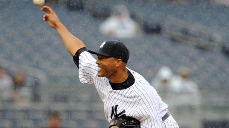 Yankees relief pitcher Mariano Rivera throws in relief