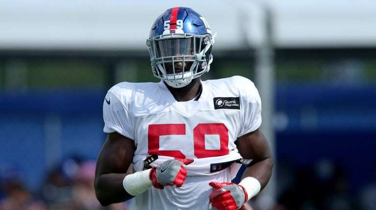 Giants linebacker Lorenzo Carter during training camp at