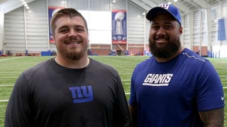 Giants center Brett Jones (69) and New York