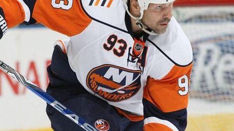 Islanders center Doug Weight will return to the