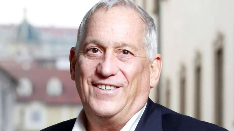 Walter Isaacson will discuss his biography of Leonardo