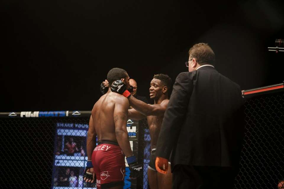 Will Brooks fights Robert Watley during a PFL5