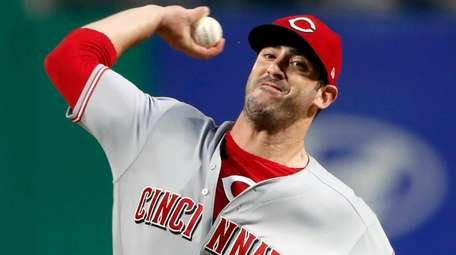 Reds starting pitcher Matt Harvey delivers in the