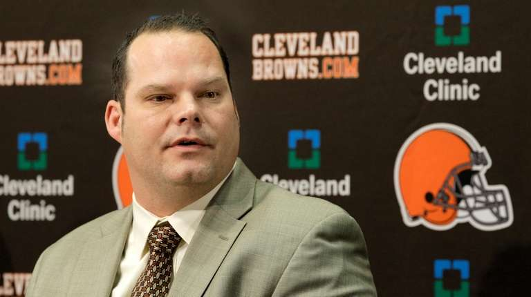 Then-Browns general manager Tom Heckert speaks at a