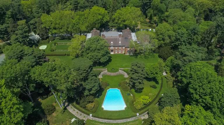 This Old Westbury estate is listed for $29.995