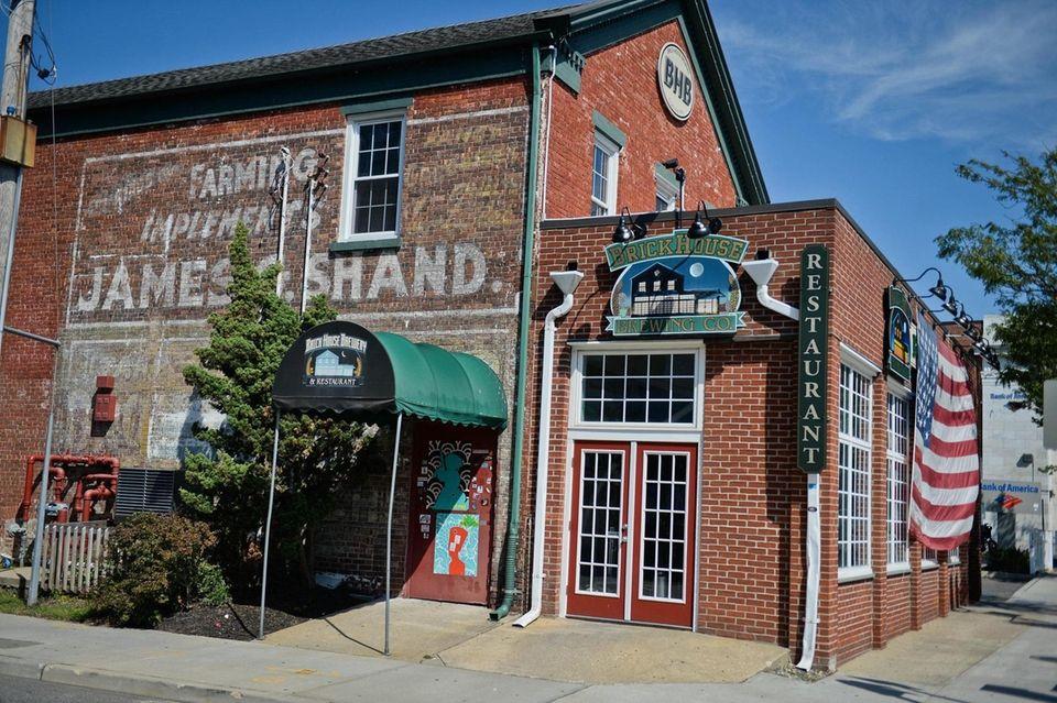 BrickHouse Brewery & Restaurant (67 W. Main St.)
