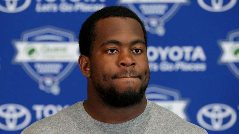 Giants defensive tackle B.J. Hill (95) talks to