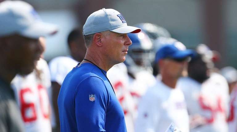 Head Coach Pat Shurmur of the Giants looks