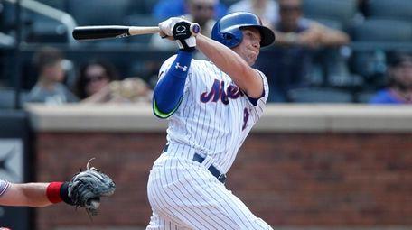 Brandon Nimmo of the Mets follows through on