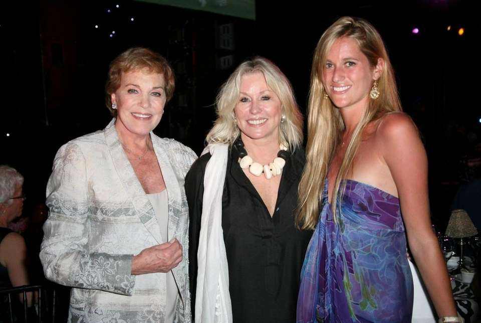 Julie Andrews, Courtney Ross and Nicole Ross.