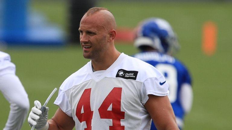 New York Giants linebacker Mark Herzlich #44 takes