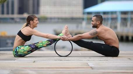Dov Vargas and Raquel Vamos use a dharma