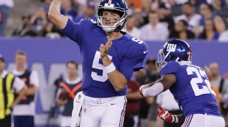 New York Giants quarterback Davis Webb #5 throws