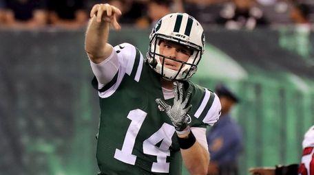 Jets quarterback Sam Darnold gets the quick pass
