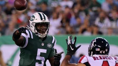 NY Jets QB Teddy Bridgewater throws under pressure