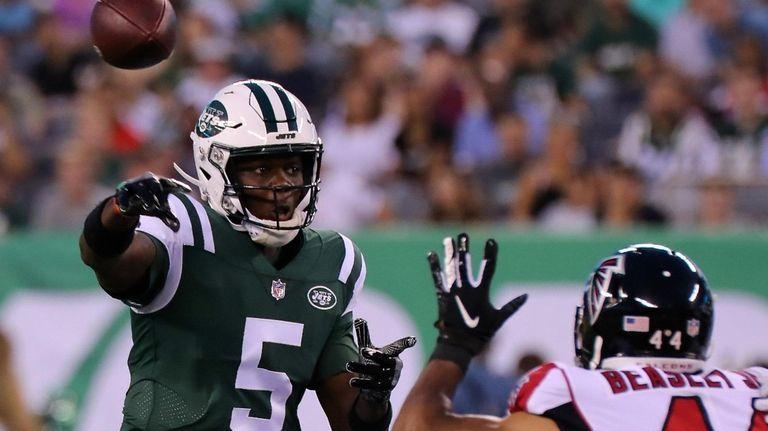 NY Jets QB Teddy Bridgewater throws under pressure
