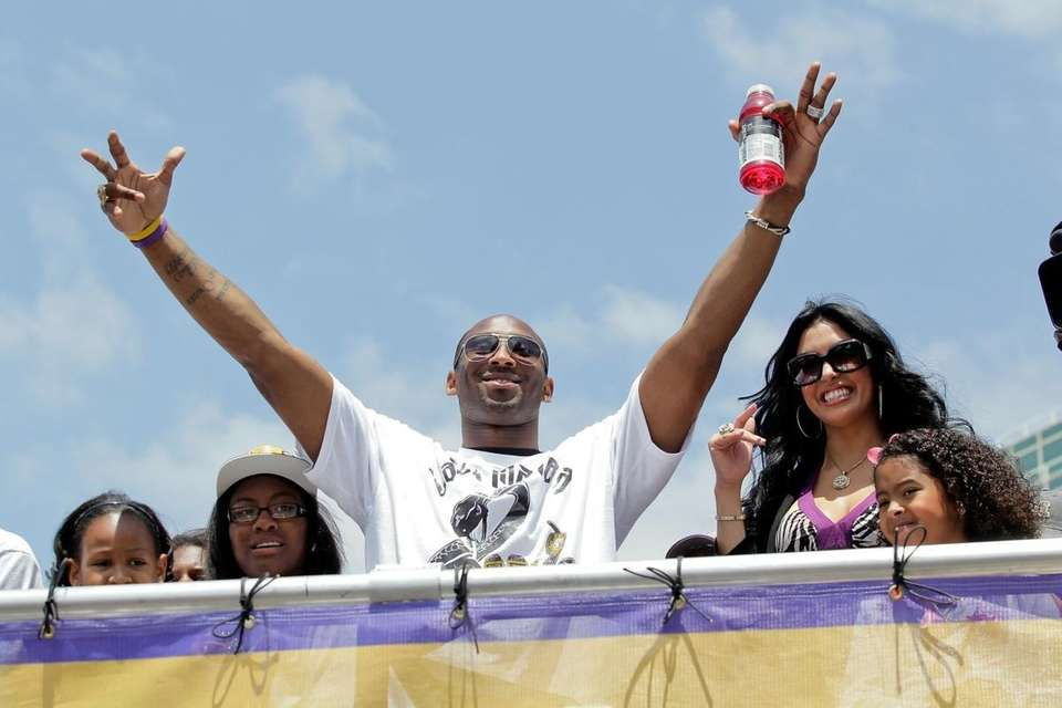 Lakers guard Kobe Bryant waves to the crowd