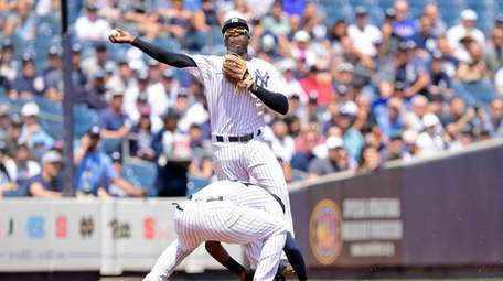 Didi Gregorius of the Yankees throws the runner