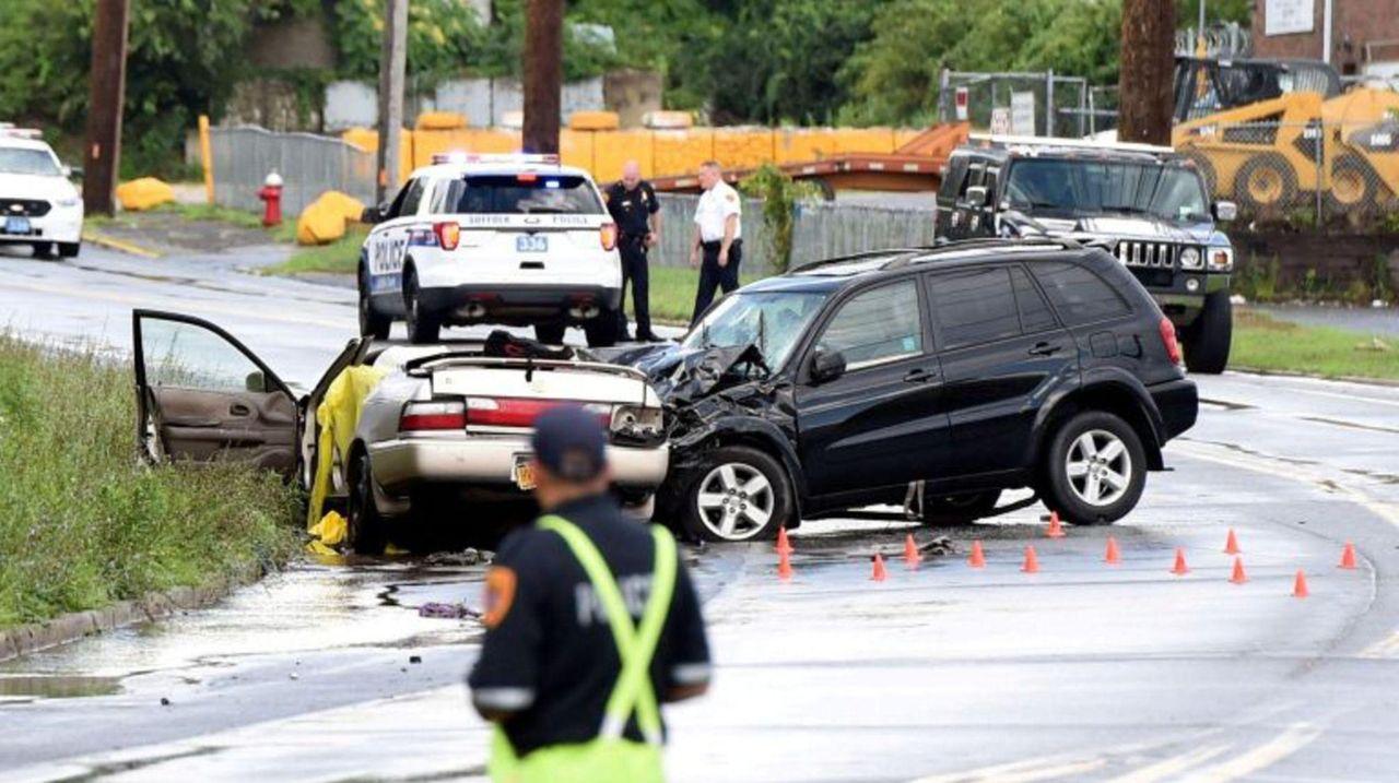 Police: 2 killed in Brentwood car crash | Newsday