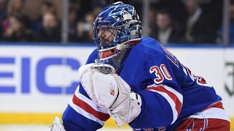 Rangers goalie Henrik Lundqvist keeps his eye on