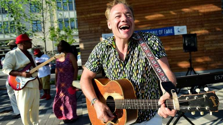 Brady Rymer will perform at The Shoppes at