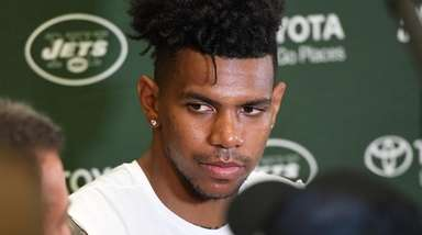 Jets wide receiver Terrelle Pryor speaks to the