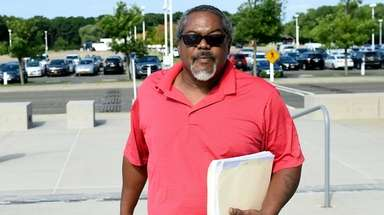 Gordon Smith Sr. arrives at federal court in