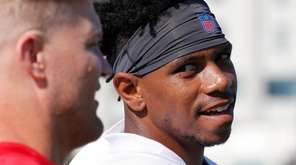 Jets wide receiver Terrelle Pryor, right, talks with