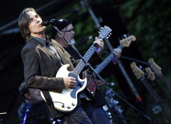 US-musician Jackson Browne, left, performs during an open