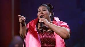"""Aretha Franklin performs during """"VH1 Divas Live: The"""