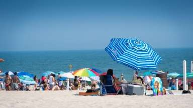 Beachgoers say cool at Robert Moses State Park