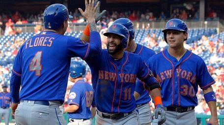New York Mets' Jose Bautista, center, high-fives Wilmer