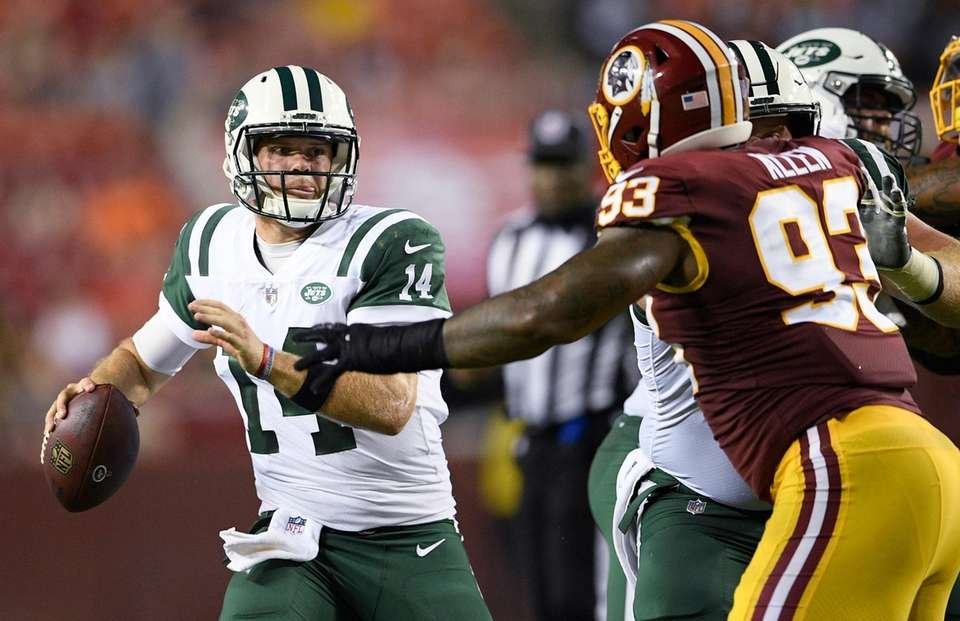 Jets quarterback Sam Darnold looks to pass as