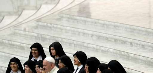 Pope Francis with nuns for a family photo