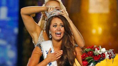 Cara Mund is crowned Miss America 2018 in