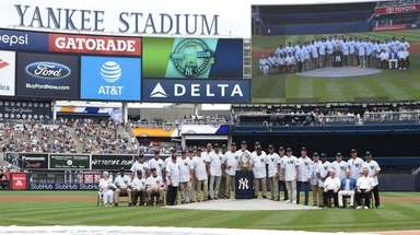 Members of the 1998 New Yankees World Series