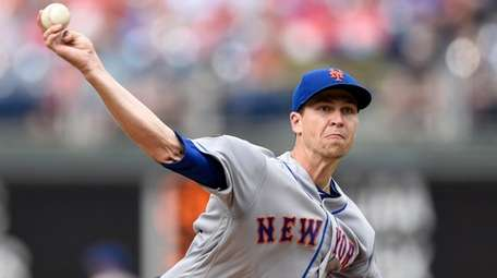 Mets pitcher Jacob deGrom delivers during the first