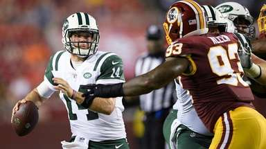 New York Jets quarterback Sam Darnold (14) looks