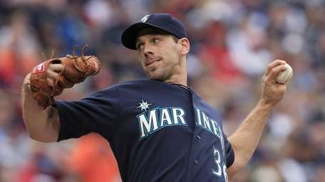 Seattle Mariners starting pitcher Cliff Lee throws against