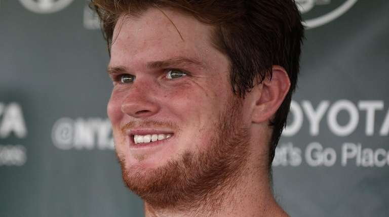 Jets rookie quarterback Sam Darnold laughs as he